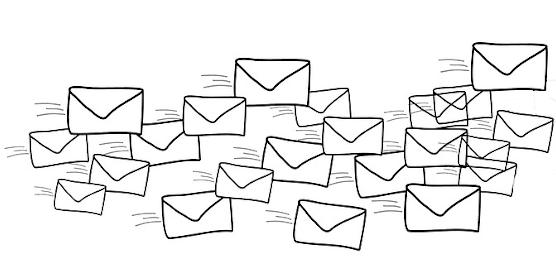 Viele gezeichnete Briefumschläge.